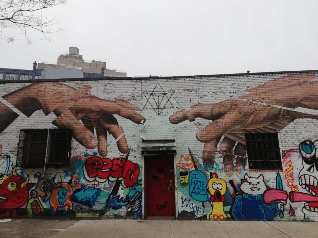 murales su un edificio nel quartiere di Williamsburg