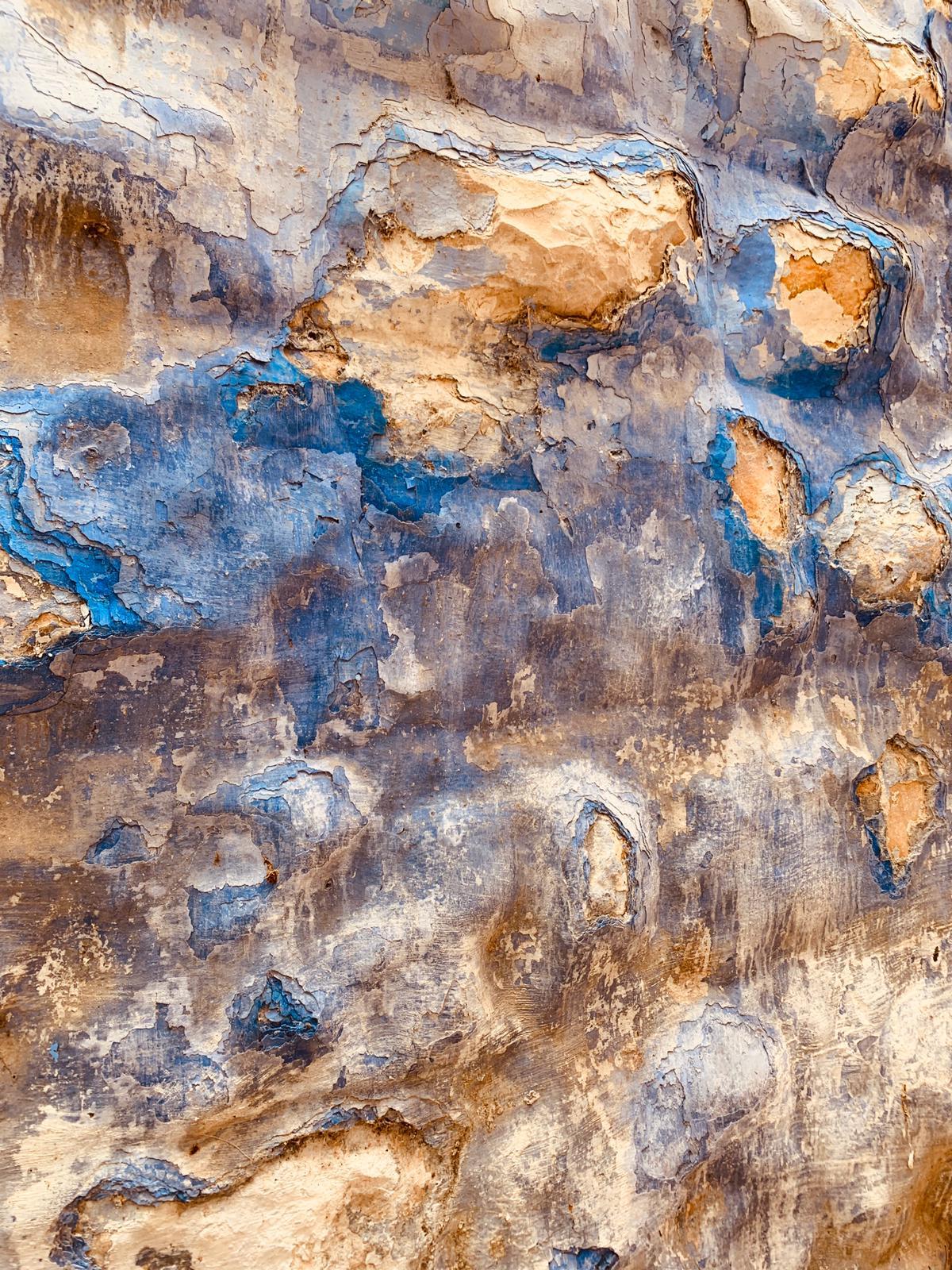 Mura di colore azzurro
